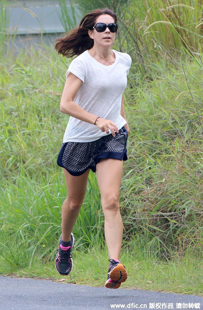 丹麦王妃着汗衫跑步 彰显青春活力