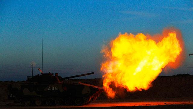 04A装甲车夜间开炮瞬间成杀神