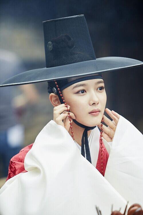 韩《云画的月光》热播 主演女扮男装人气高