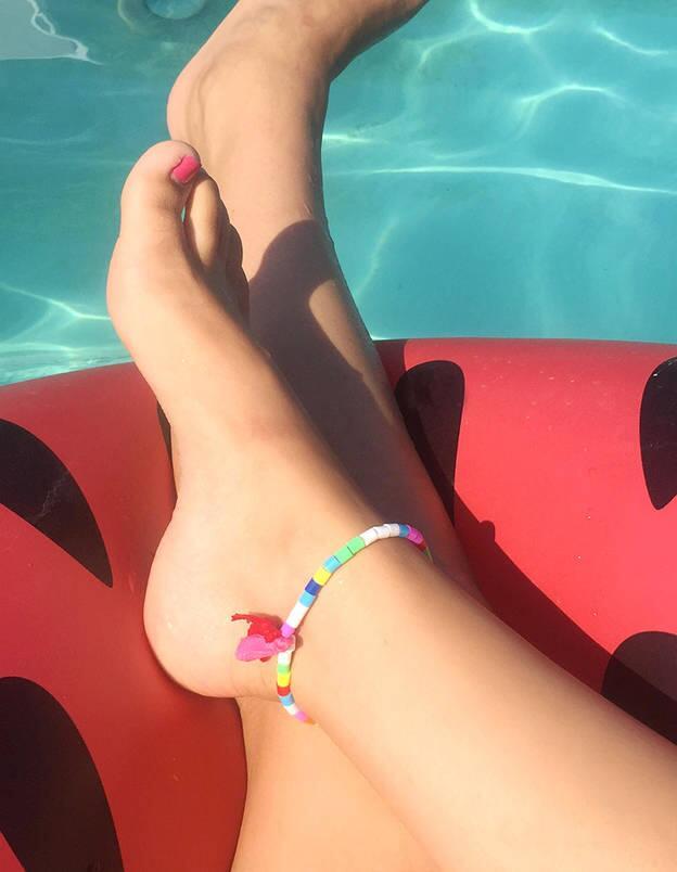 法媒:只需6个小步骤 即可自制美丽脚链
