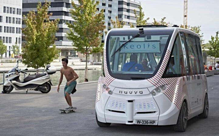法国推全球首款无人巴士 可侦测周围环境