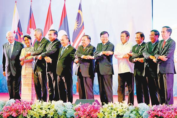 东亚领导人转战老挝万象 东盟峰会绕过南海仲裁