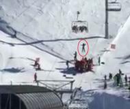 惊险!小男孩新西兰滑雪缆车上滑落命悬10米高空