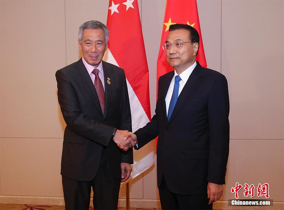 李克强会见新加坡总理李显龙