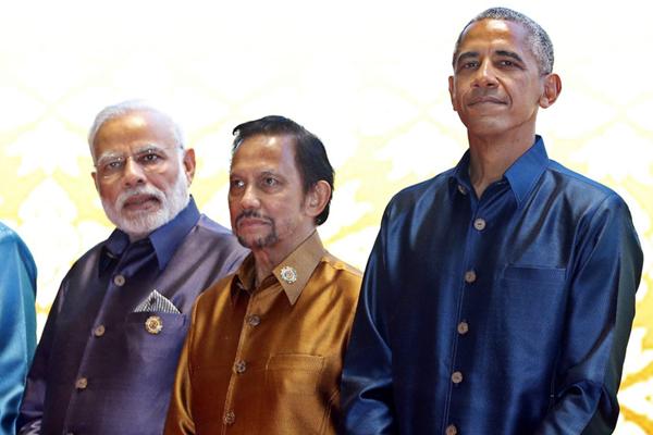 老挝:各国领导人着传统服装出席东盟峰会晚宴