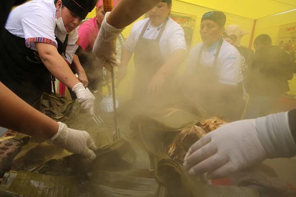 秘鲁监狱举办烹饪大赛 囚犯们展开厨艺比拼
