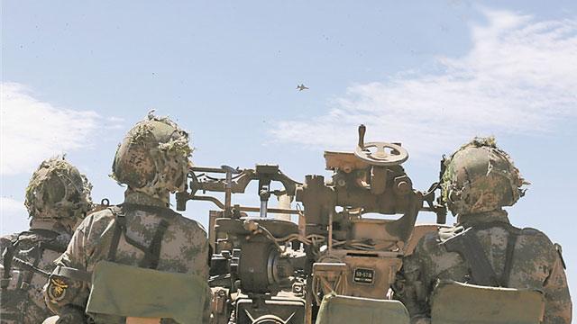 防空旅演习37高炮瞄准歼7