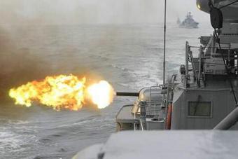 东海舰队六艘驱护舰海上开火