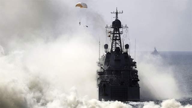 俄在克里米亚举行大规模军演