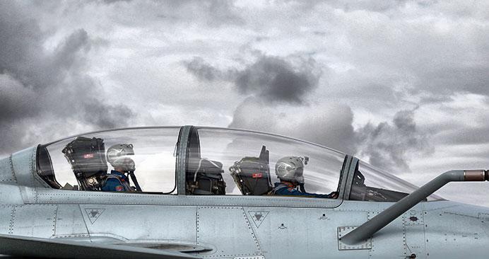 歼10战机高原驻训提升作战能力