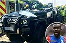 英超悍将高速路发生车祸 急救人员切开车顶救他
