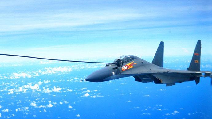 中国空军苏30战机空中加油
