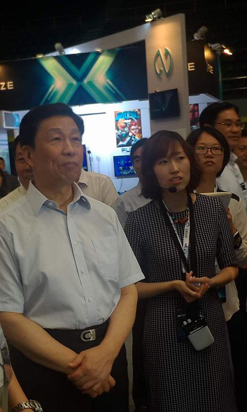 国家副主席李源潮莅临FUZE游戏机科幻嘉年华展台