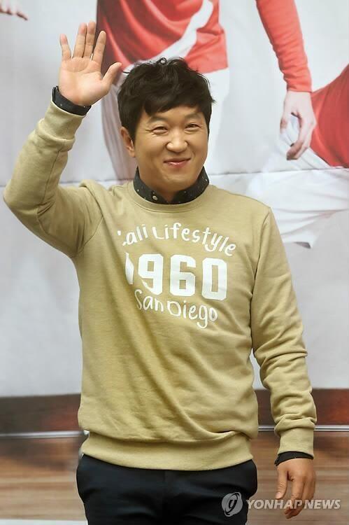 韩艺人郑亨敦10月回归 重新主持《一周的偶像》