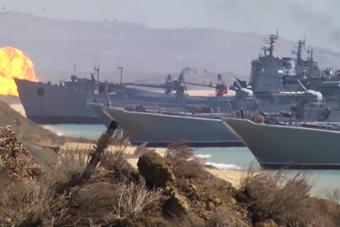 俄军在克里米亚举行大型军演