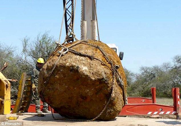 阿根廷发现30吨巨型陨石 或有4000年历史