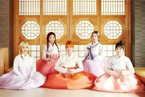 女团Red Velvet穿韩服送祝福:愿中秋愉快幸福