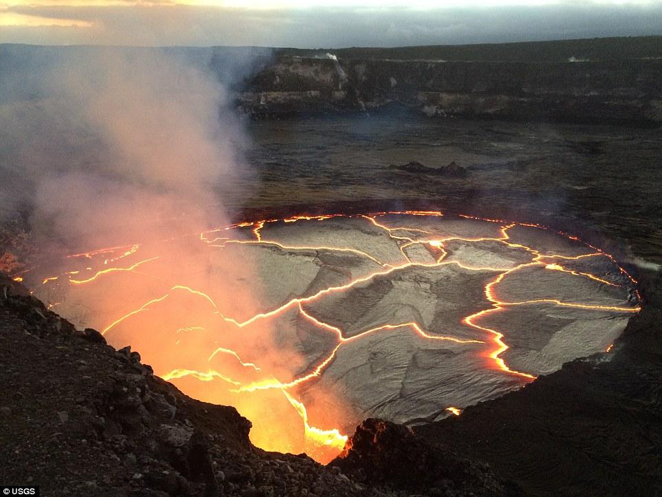 反复涨落 夏威夷火山岩浆已升至历史最高点