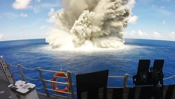 在美军科幻三体舰上感受爆炸