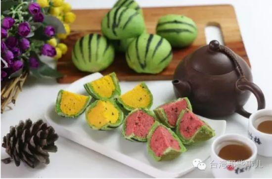 去年推出爆红的西瓜月饼,今年仍是中秋的销售重点.(图片来自网络)