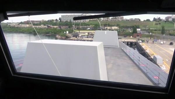 从DDG1000驾驶舱看是这样的
