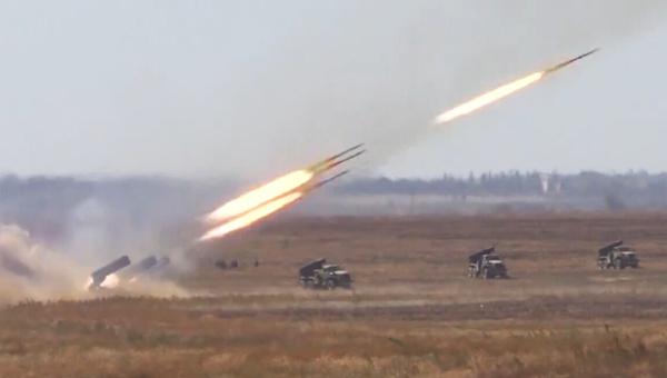 这画面太猛 3辆喷火坦克齐射