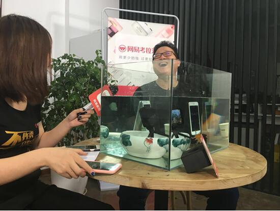 丁磊直播iPhone7水下测试 网易考拉海购同步开售
