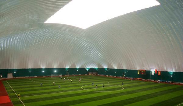 全国最大足球气膜馆首开放 可以抗击PM2.5