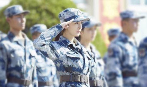 杨幂佟丽娅军姿照曝光 网友:打光服芒果台