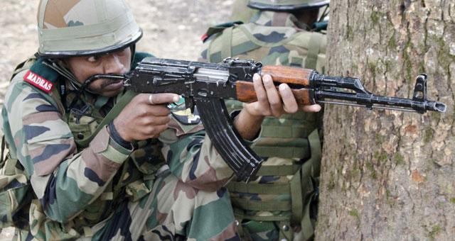 美印联合军演印军用脸抵枪托