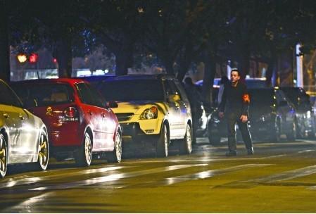 夜间行车一定得小心 偏僻路段要谨慎停车