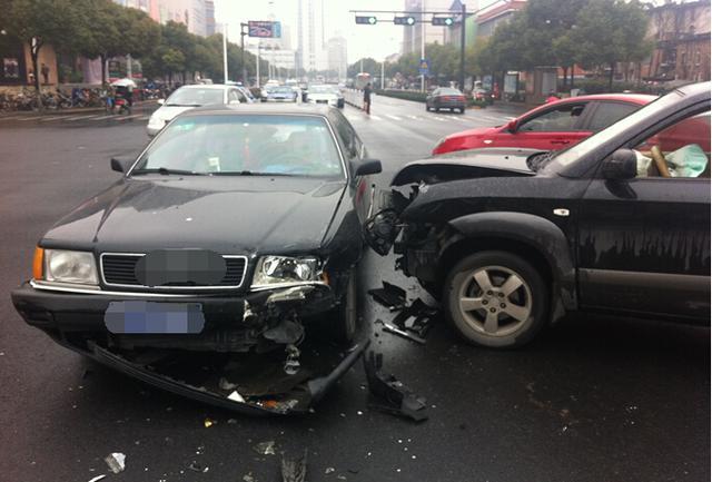 这样开车不遇事故率达100% 五路段多加小心