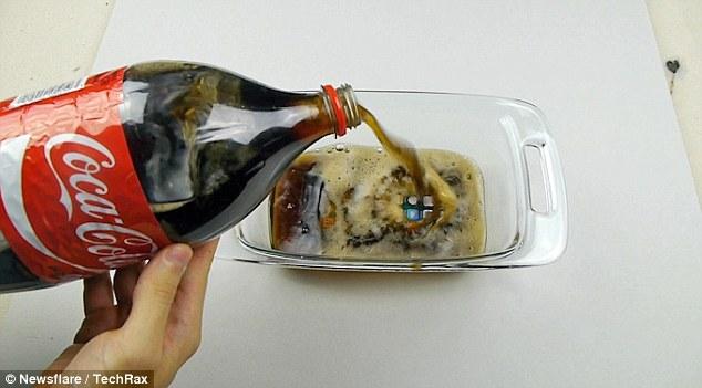 虐机测试!iPhone 7在可乐中冷冻17小时竟是这样