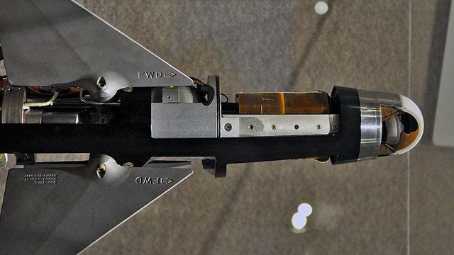 剖面图展示导弹内部构造