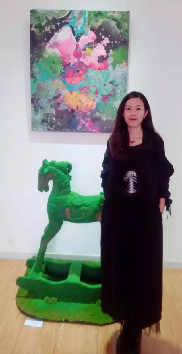 与hearth panda大熊猫彩绘艺术项目也已携手两年,新编花卉彩铅教程
