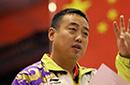 刘国梁晒与志玲合影证身高超1米6 网友:求拍板凳