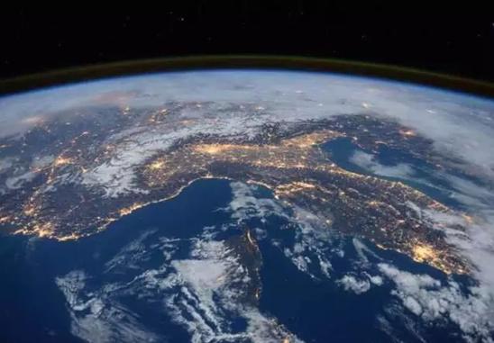 """网易号开启""""上帝视角"""" 400公里外太空""""看""""地球"""