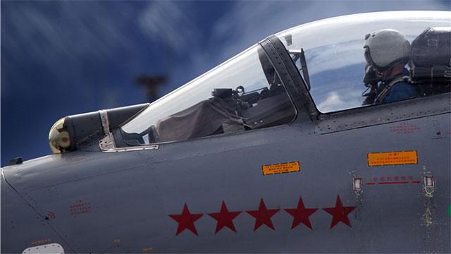 高原苏27战机舱盖下五颗红星