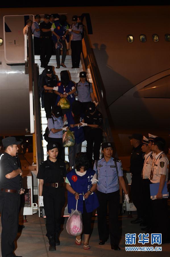 13名台籍电信诈骗嫌疑人从柬埔寨押解回国
