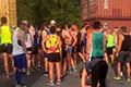 活久见!马拉松赛被火车阻拦 多人失波马资格