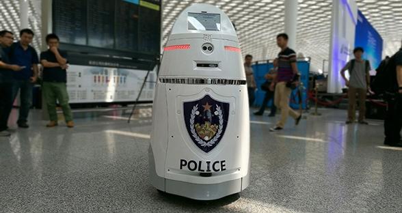 国内首台智能安保机器人上岗 撞脸俄罗斯套娃
