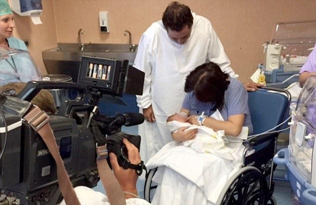 意女子61岁奇迹产子 成年龄最大自然受孕妈妈