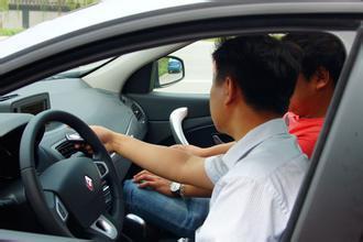 不开车同样有危险 几种错误乘车姿势你有吗