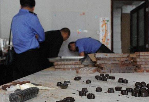 网购旗舰店巧克力出自黑作坊 10分钟做一盒