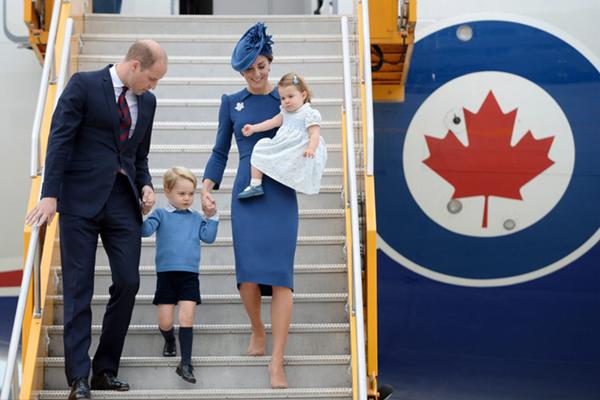 威廉王子携全家抵达加拿大出访 夏洛特公主首次随行