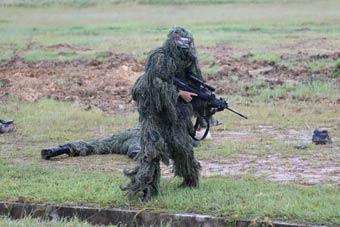 中国海军陆战队狙击手百步穿杨