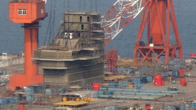 国产航母舰岛已上甲板 外形初现