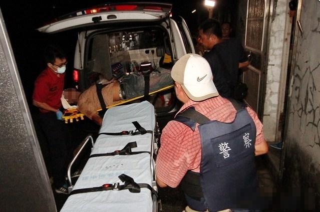 台湾一父亲欲当街枪杀儿子 被围捕时自杀