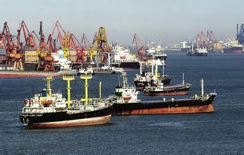 全球贸易持续低迷加重航运业危机