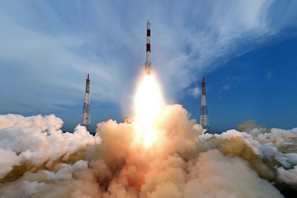 印度一箭8星 成功送入两不同太空轨道